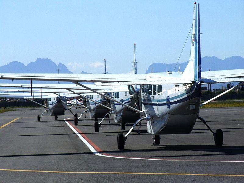 File:Lineup of SAAF Caravan I's (6777007388).jpg