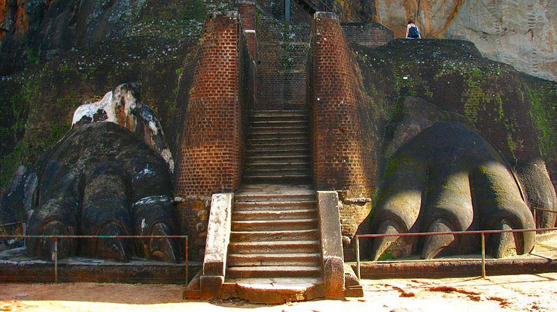 Файл: LionPawStairs Sigiriya.jpg