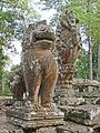 Lion gardien et Garuda sur Naga (Bayon, Angkor Thom) (6775469688).jpg