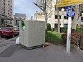 Lyon 3e - Benne recyclage verres angle rue Mazenod-rue Philip (avril 2019).jpg