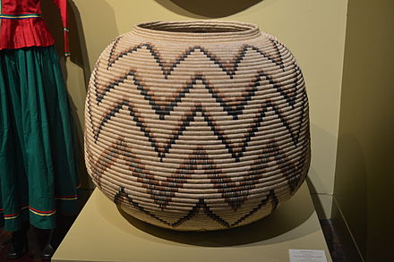Corita basket on display at the Museo de Arte Popular, Mexico City MAPElNorte026.JPG