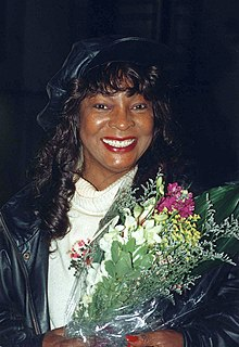 MARTHA REEVES with flowers.jpg