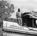 Machinist Hendrik op het motorschip Coppename dat vaart tussen Coronie en Nicker, Bestanddeelnr 252-5625.jpg