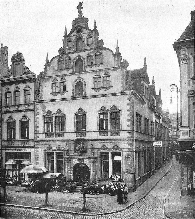 683px-Magdeburg_Die_Magdeburger_Handelskammer_am_Alten_Markt.jpg