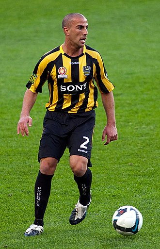 2009–10 Wellington Phoenix FC season - Manny Muscat in the club's home strip