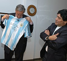 Maradona presents a signed shirt to the former President of Argentina  Néstor Kirchner in December 2007. 868f197d22a2e