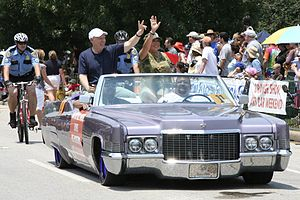 Bill White (Texas politician) - Bill White in a lowrider at the 2007 Houston Art Car Parade