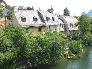 Mende, Lozère - A house alongside the Lot river