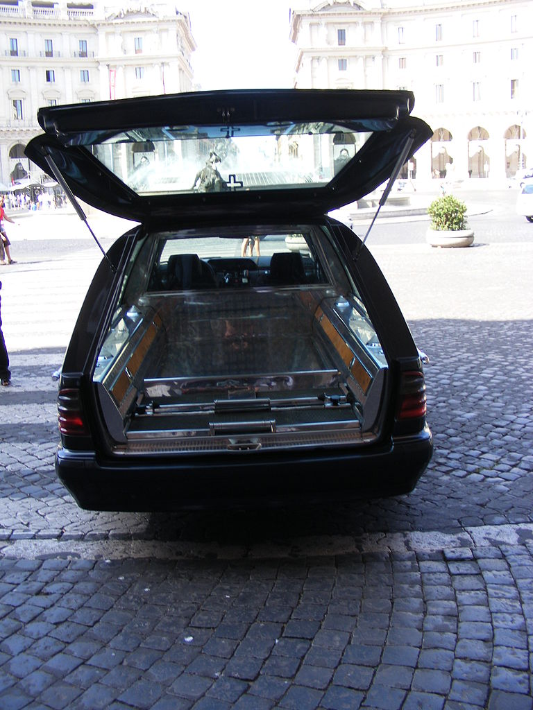 Mercedes Benz History >> File:Mercedes-Benz Hearse, rear.jpg - Wikimedia Commons