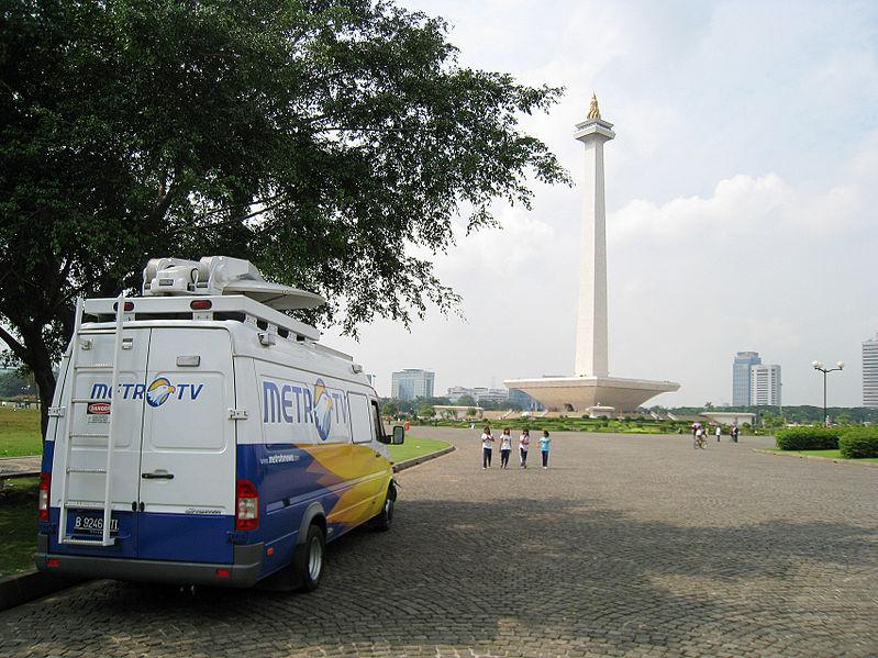 File:Merdeka Square Monas News Van.JPG