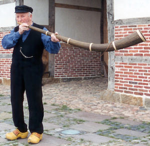 Midwinter horn - Playing a midwinter horn in the County of Bentheim