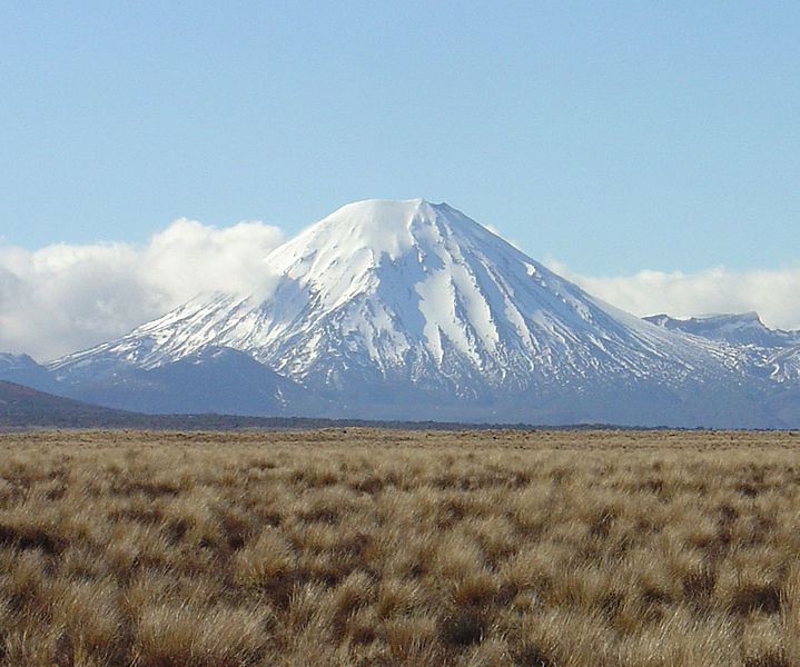 파일:Mount Ngauruhoe August 2003.jpg