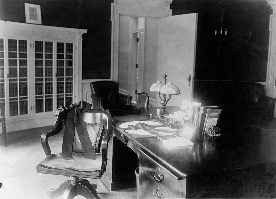 Mr. Harding's desk in the Executive Offices LOC3c32075v.jpg
