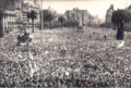 Multitud reuinada en Plaza de Mayo para la asunción de Lonardi.png
