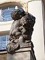 Národní dům Karlín, pravá socha nad vchodem.jpg