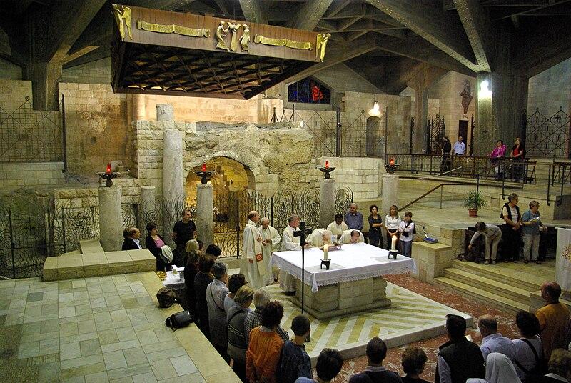 http://upload.wikimedia.org/wikipedia/commons/thumb/9/99/Nazaret_Verkuendigungsbasilika_BW_9.JPG/800px-Nazaret_Verkuendigungsbasilika_BW_9.JPG
