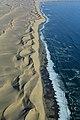 Nekonečné duny na pobřeží u Sandwich Harbour - panoramio.jpg