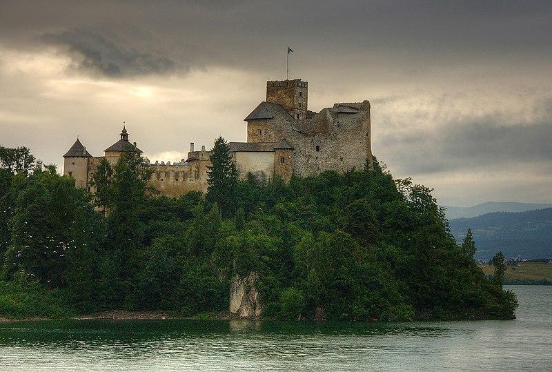 Miejsce pierwsze: Zamek Dunajec znajdujący się na południowym brzegu Zbiornika Czorsztyńskiego