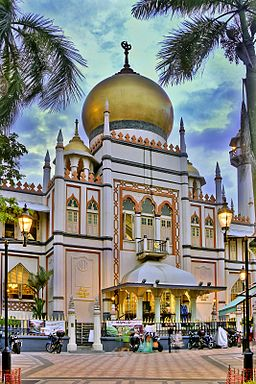 Nighfall at Sultan Mosque at Kampong Glam, Singapore (8124991632)