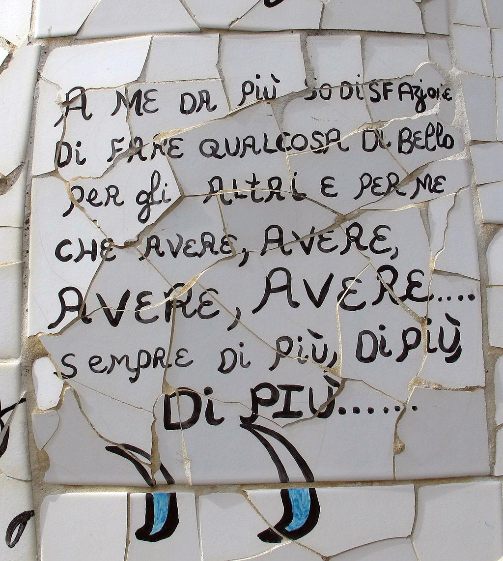 Niki de saint-phalle, giardino dei tarocchi, Motto dell'artista, su una piastrella de L'Appeso