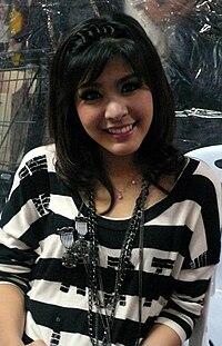 Nuengtida Sophon Honda Scoopy-i promotion Robinson Trang 2010-11-28 1.jpg