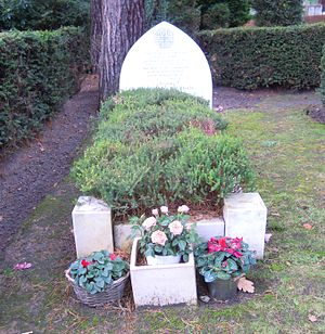 Omar Ali-Shah - Omar Ali-Shah's grave in Brookwood Cemetery