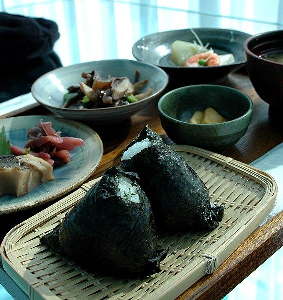 File:Onigiri lunch by k14 in Niigata.jpg