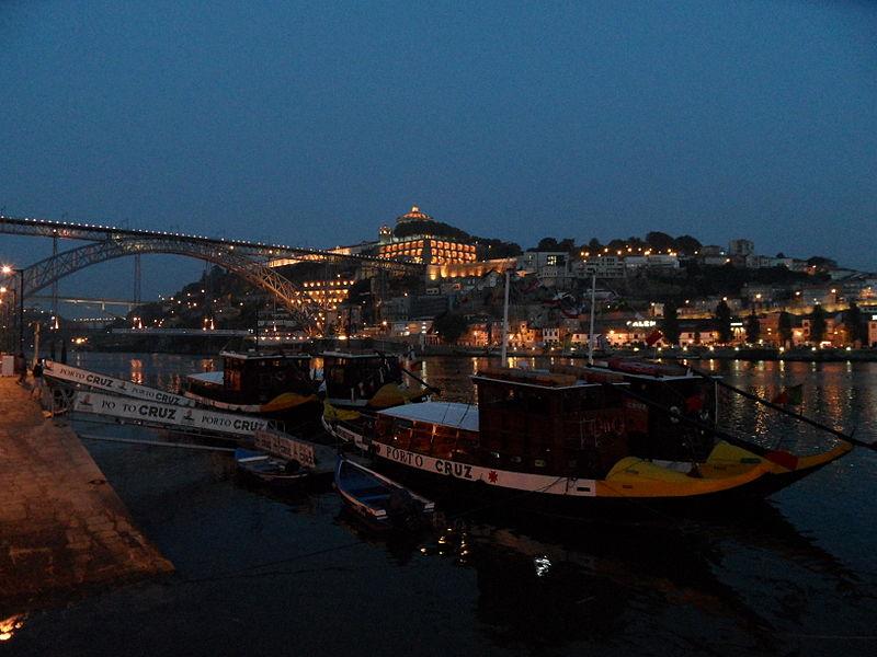 File:Oporto-night.jpg