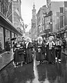 Overijsselse boerendansers in Amsterdam ter bevordering van het toerisme naar Ov, Bestanddeelnr 911-0857.jpg