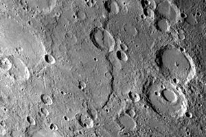 Discovery Rupes - Image: PIA02446 Discovery Scarp