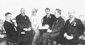 Henry Fairfield Osborn - Osborn (third from the right) with other officers of the paleontology section of the St Louis Congress
