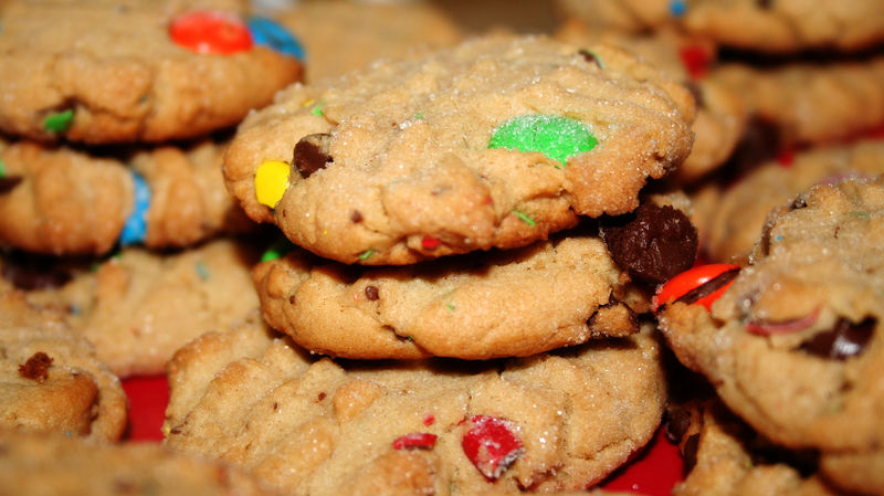 File:Peanut butter cookies with m&m's and chocolate chips.jpg