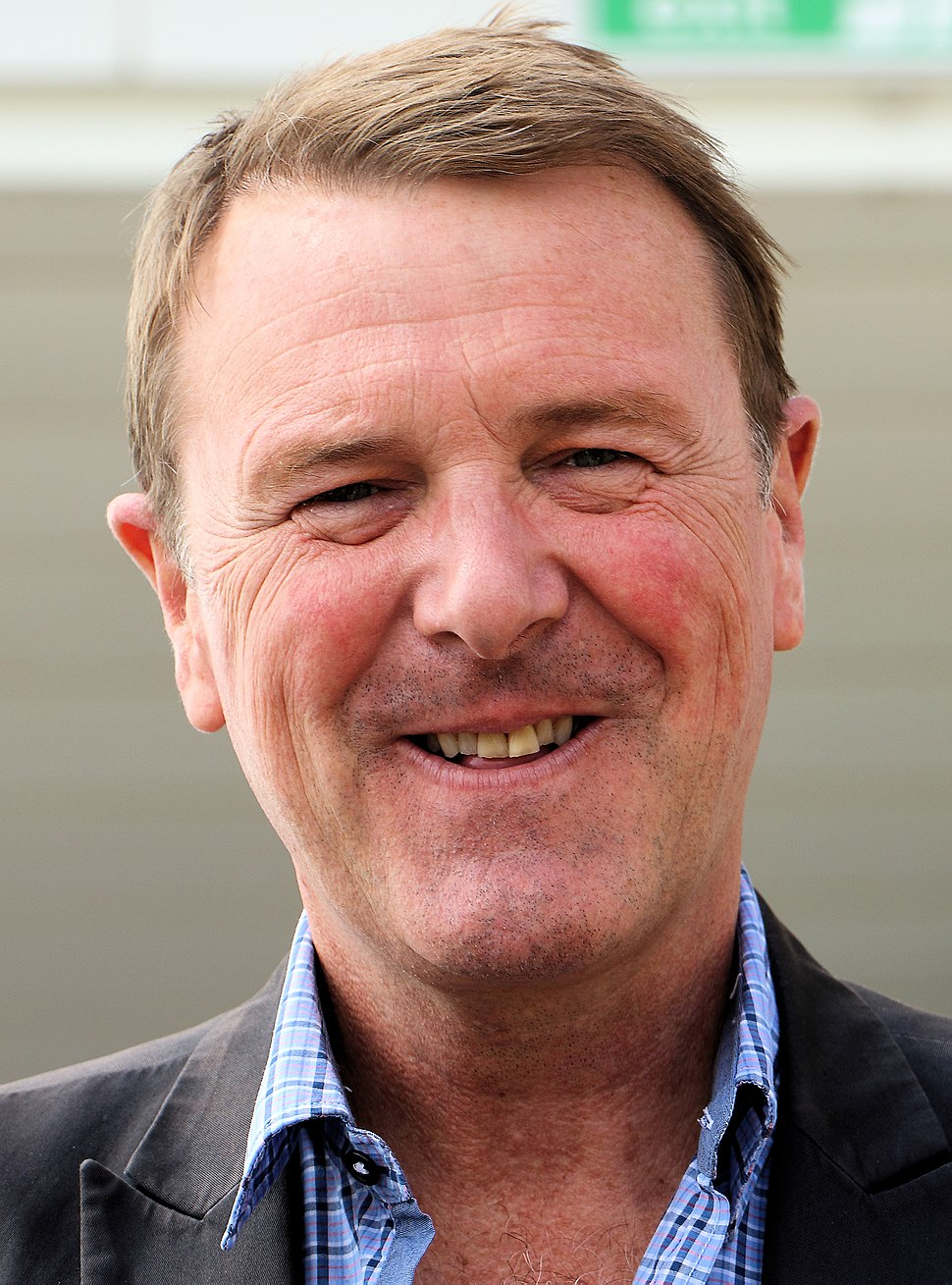 Phil Tufnell August 2015 (cropped)