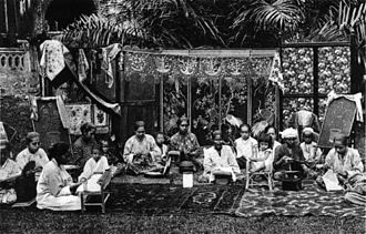Malay Singaporeans - A group of Malay women seated, Singapore, circa 1900.