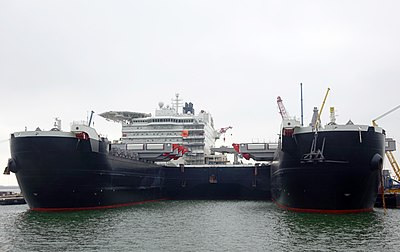 Pioneering Spirit (ship, 2014) 003.jpg