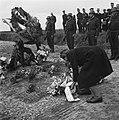 Plechtigheid bij de graven van gefusilleerden te Zijpe en St Pancras, Bestanddeelnr 900-3379.jpg