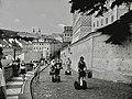 Praha, Ke Hradu, segwaye - panoramio.jpg