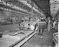 Produktie van de DAF personenauto te Eindhoven, de carroserieen op de 120m lange, Bestanddeelnr 910-1762.jpg