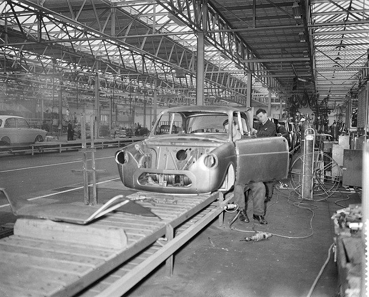 File:Produktie van de DAF personenauto te Eindhoven, de carroserieen op de 120m lange, Bestanddeelnr 910-1762.jpg
