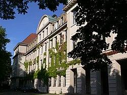 Ravensburg Spohngebäude Westfassade.jpg