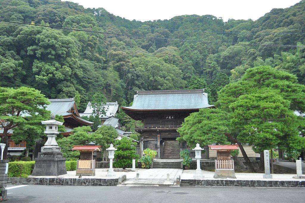 竹千代時代を過ごした臨済寺 (静岡市)(2016年8月14日撮影)Wikipediaより
