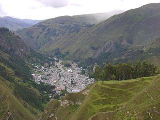 La Unión, Huánuco - La Unión from the edge of Huánuco Pampa, right the new antenna Movistar.