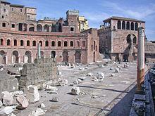 Resti del portico orientale con la retrostante esedra del Foro di Traiano.