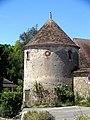 Saint-Arnoult-en-Yvelines (79), ancienne orangerie de la ferme du Prieuré et colombier, rue des Remparts.jpg