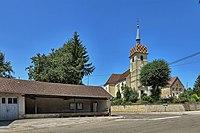 Saint-Broing, le lavoir et l'église.jpg
