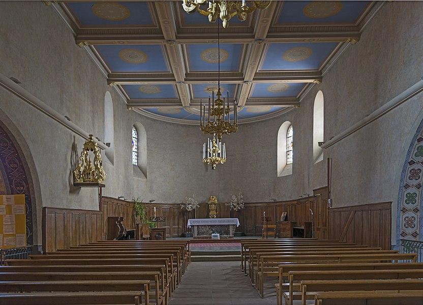 English:  Saint-Jean, Haute-Garonne. View of the interior of the church.