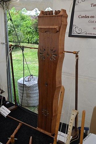 Psalterium (instrument) - Image: Salon des luthiers Trad'envie 2016 (21)