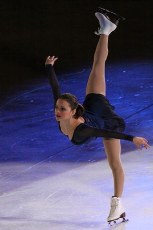 Sasha Cohen - Cohen performs an inside edge forward Arabesque penchée spiral at the 2009 Stars on Ice in Halifax.