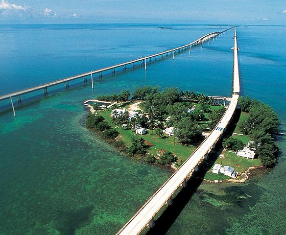 584px Seven mile bridge2 驚愕!世界のとんでもなく凄い道路!