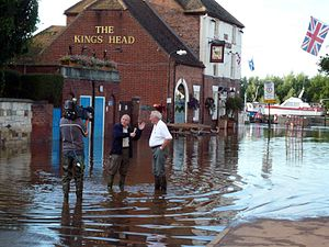2007 United Kingdom floods - Image: Severn flood 2007 Interview with ITV (central)